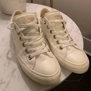 Off white /gold converse!